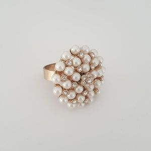 Adjustable gold tone ring